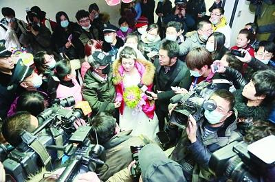 马志亚/夫妻俩的特殊婚礼吸引了众多媒体采访。马志亚摄