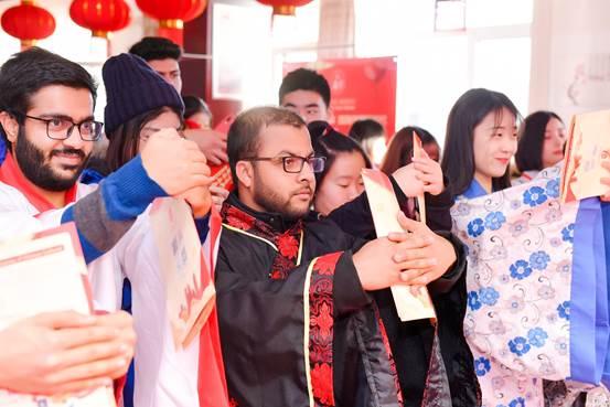 """中外青年共庆小年活动点亮海淀""""海之春""""新春"""