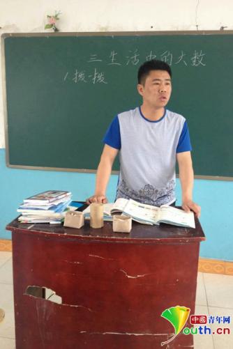 """王忠雷:7年坚守中国最北村小 极寒边疆的""""全能""""老师"""