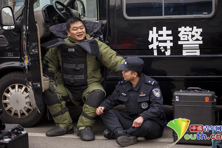 拆弹专家闫群:谎称自己是巡警 骗了家人8年之久