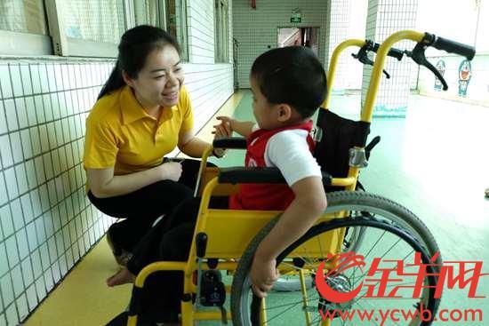"""【中国梦・践行者】她用16年青春,当好1400多名孤残儿童的""""妈妈"""