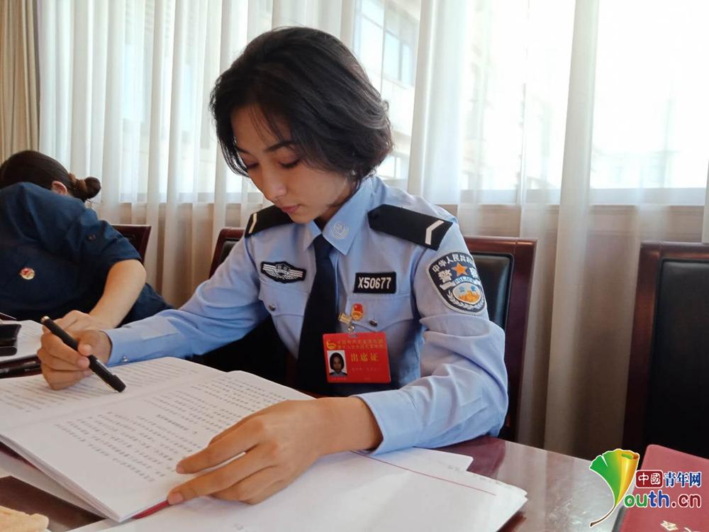 22岁烈士之女继承父业保边疆 喀伊热·买买提江:我的父亲是英雄