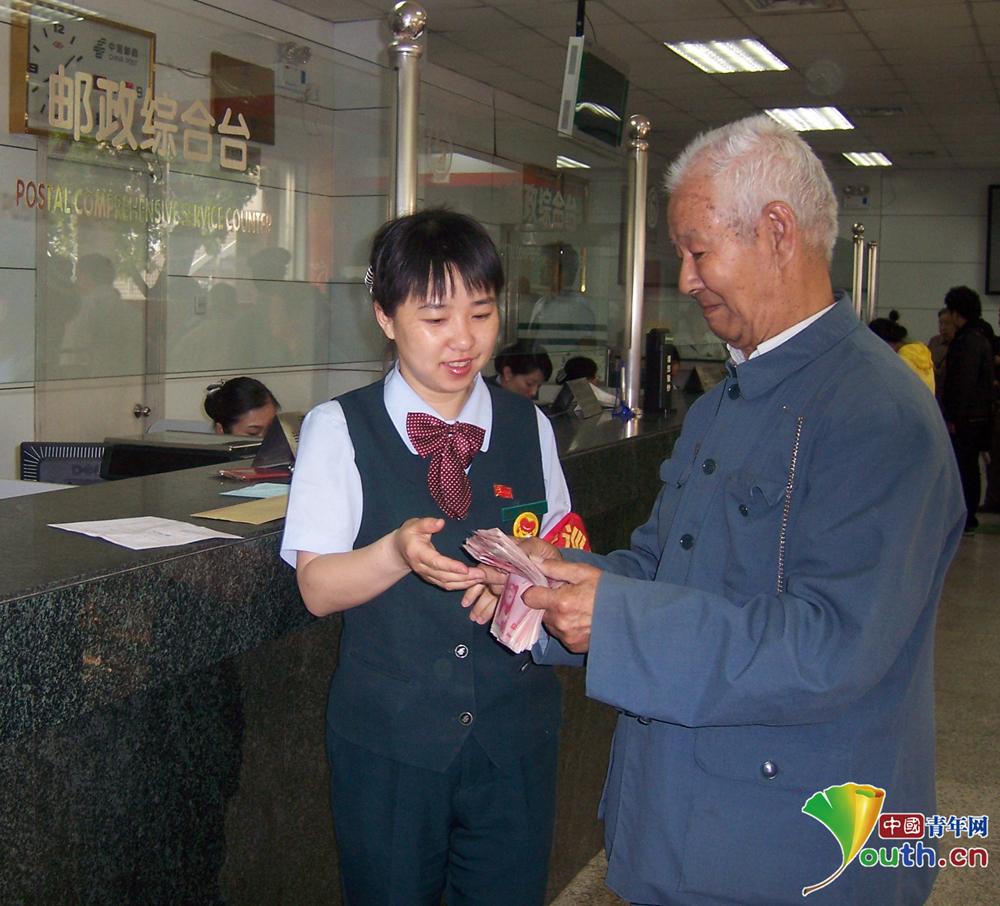 """百年邮局服务国际,鸿雁飞信""""邮""""通万里<br>"""